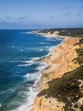 Vista aérea de la costa al lado del mar Fotos de archivo libres de regalías