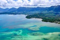 Vista a?rea de la costa del este isla del ahu de O ?de Hawaii, los E.E.U.U. imagen de archivo