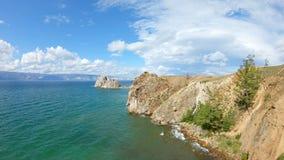 Vista aérea de la costa del lago Baikal metrajes