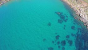 Vista aérea de la costa de mar pintoresca Malta metrajes