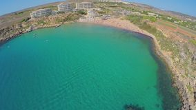 Vista aérea de la costa de mar pintoresca Malta almacen de video