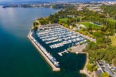 Vista aérea de la costa de Ouchy en Lausanne Suiza fotos de archivo