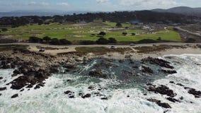 Vista aérea de la costa costa de la península de Monterey almacen de metraje de vídeo