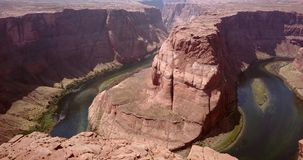 Vista aérea de la curva de herradura en Arizona almacen de metraje de vídeo