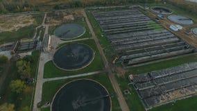 Vista aérea de la depuradora de aguas residuales  metrajes
