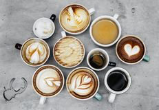 Vista aérea de la diversa bebida del cafeína del café imagenes de archivo