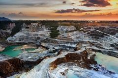 Vista aérea de la explotación minera a cielo abierto foto de archivo