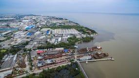 Vista aérea de la falda costera del samuthprakarn hacia fuera del thaila de Bangkok Imágenes de archivo libres de regalías