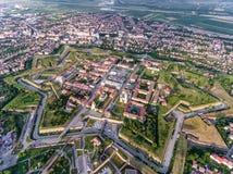 Vista aérea de la fortaleza medieval de Alba Iulia - de Alba Carolina en A imagenes de archivo