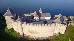 Vista aérea de la fortaleza Ucrania de Khotyn metrajes