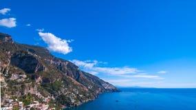 Vista aérea de la foto 29 de Positano de 54, 360 grados, pueblo mediterráneo hermoso en la costa Costiera Amalfitana de Amalfi ad fotos de archivo