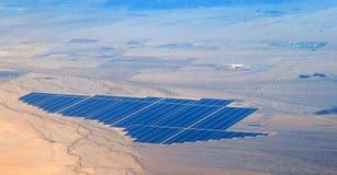 Vista aérea de la granja solar del desierto Imágenes de archivo libres de regalías