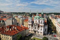 Vista aérea de la iglesia de San Nicolás en Praga, República Checa Fotografía de archivo libre de regalías