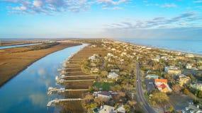 Vista aérea de la isla de la barrera y del canal intracostero imágenes de archivo libres de regalías