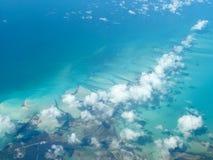 Vista aérea de la isla caribeña Fotos de archivo