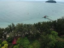 Vista aérea de la isla de Manukan de Sabah, Malasia Océano verde claro La isla de Manukan es la isla visitada de Sabah La imagen Imágenes de archivo libres de regalías