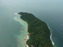 Vista aérea de la isla de Manukan de Sabah, Malasia Océano verde claro La isla de Manukan es la isla visitada de Sabah La imagen Imagen de archivo libre de regalías