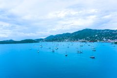 Vista aérea de la isla de St Thomas, USVI Charlotte Amalie foto de archivo