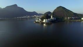 Vista aérea de la laguna y del distrito de Ipanema y de Leblon, Rio de Janeiro Brazil metrajes