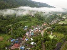 Vista aérea de la lluvia verde enorme Forest Mountain Fotografía de archivo libre de regalías
