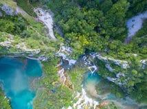Vista aérea de la naturaleza hermosa en los lagos parque nacional, Croacia Plitvice Imagen de archivo libre de regalías