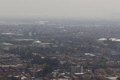 Vista aérea de la niebla con humo en Ciudad de México Imagen de archivo libre de regalías