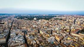 Vista aérea de la opinión urbana del paisaje urbano de Roma en Italia Imágenes de archivo libres de regalías