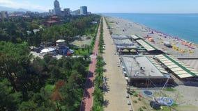 Vista aérea de la orilla del mar de Batumi almacen de video