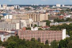 Vista aérea de la parte del sudeste del Minsk con los edificios soviéticos viejos Imagen de archivo libre de regalías