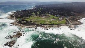 Vista aérea de la península de Monterey, California metrajes