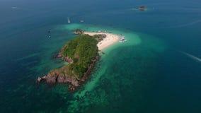 Vista aérea de la pequeña isla en el Océano Índico Foto de archivo