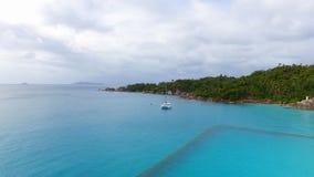 Vista aérea de la playa de Anse Lazio, isla de Praslin, Seychelles 6 almacen de video