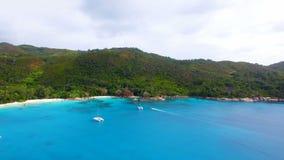 Vista aérea de la playa de Anse Lazio, isla de Praslin, Seychelles 5 almacen de metraje de vídeo
