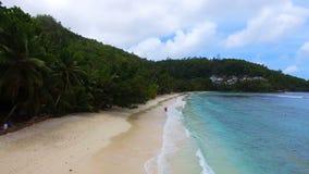 Vista aérea de la playa de Baie Lasare, Mahe Island, Seychelles 9 almacen de video