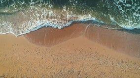 Vista aérea de la playa del mar Visión superior almacen de video