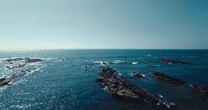 Vista aérea de la playa en Mandrem Goa, la India almacen de metraje de vídeo