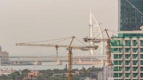 Vista aérea de la playa en timelapse de JBR en Dubai, UAE almacen de video