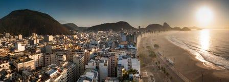 Vista aérea de la playa famosa de Copacabana en Rio de Janeiro Fotos de archivo libres de regalías