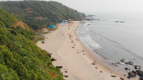 Vista a?rea de la playa de Kalacha en Goa La India almacen de metraje de vídeo