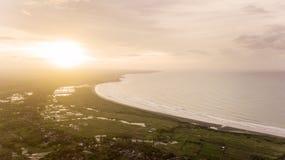 Vista aérea de la playa de Palangpang el tiempo de la puesta del sol Foto de archivo
