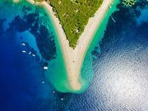 Vista aérea de la playa de la rata de Zlatni en Bol imagen de archivo