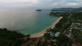 Vista aérea de la playa vacía del mar en el día de verano Imagenes de archivo