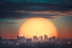 Vista aérea de la puesta del sol de la ciudad Fotos de archivo