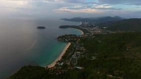 Vista aérea de la puesta del sol hermosa sobre el mar en Tailandia Foto de archivo