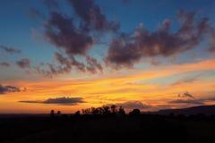 Vista aérea de la puesta del sol de un campo imagen de archivo libre de regalías