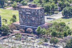 Vista aérea de la rectoría autónoma de la universidad de Ciudad de México imágenes de archivo libres de regalías