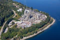 Vista aérea de la refinería de petróleo en cambiante portuario foto de archivo libre de regalías