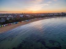 Vista aérea de la salida del sol en Brighton Beach que muestra el suburbio y Imágenes de archivo libres de regalías