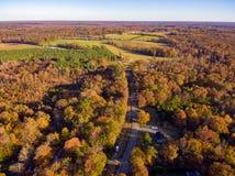 Vista aérea de la tierra de cultivo en la caída imagenes de archivo