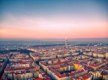 Vista aérea de la torre de Praga TV imagen de archivo